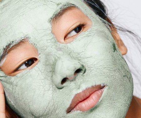 What You Should Know Before Adding Seaweed To Your Skin Care Routine