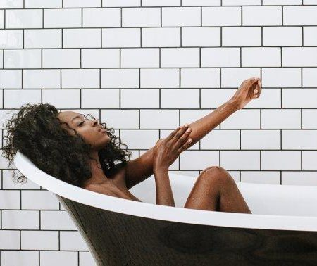 Is An Apple Cider Vinegar Bath Right For You? 6 Reasons To Try
