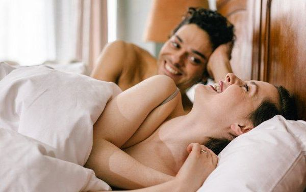 How To Navigate Being Friends With Benefits — The Kind & Healthy Way
